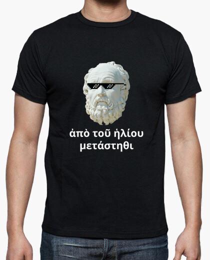 Camiseta oscura - Diógenes a Alejandro Magno